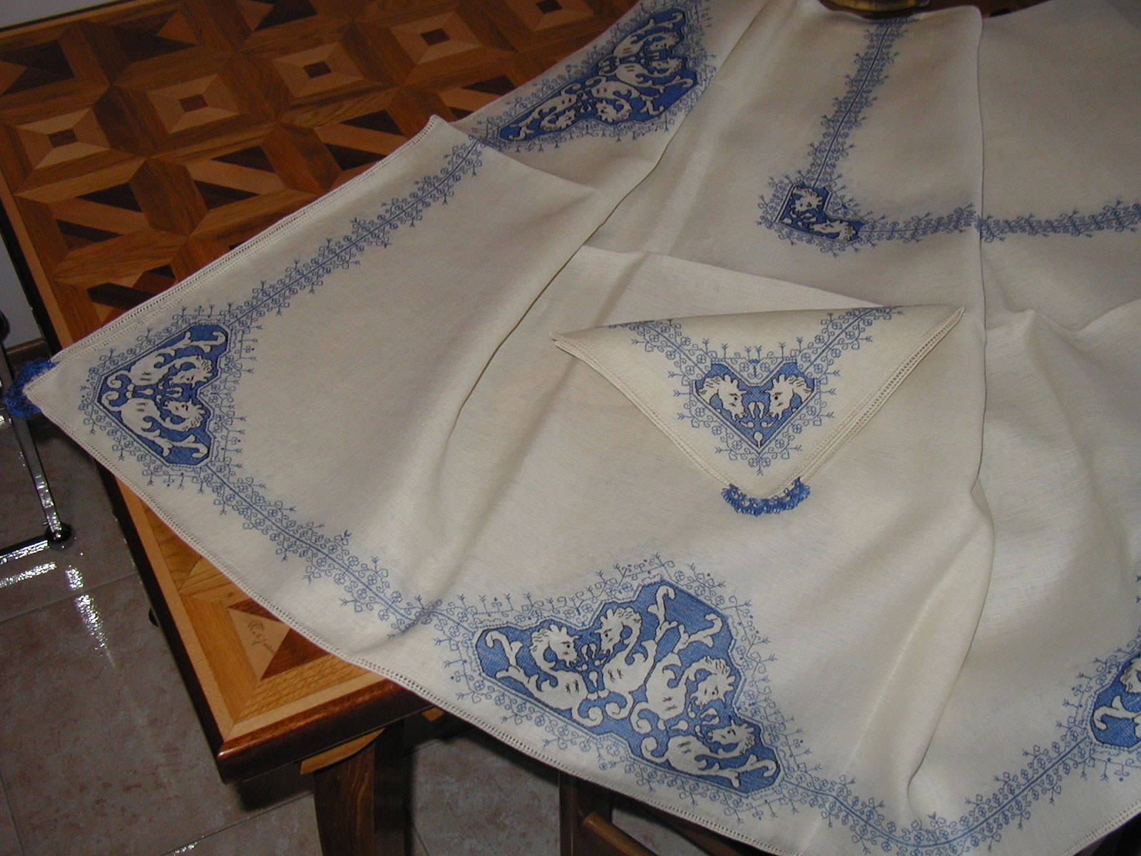 nappe broderie d'assise
